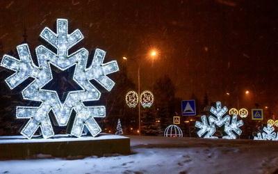 Новогодние иллюминации становятся местными новостями и афишами