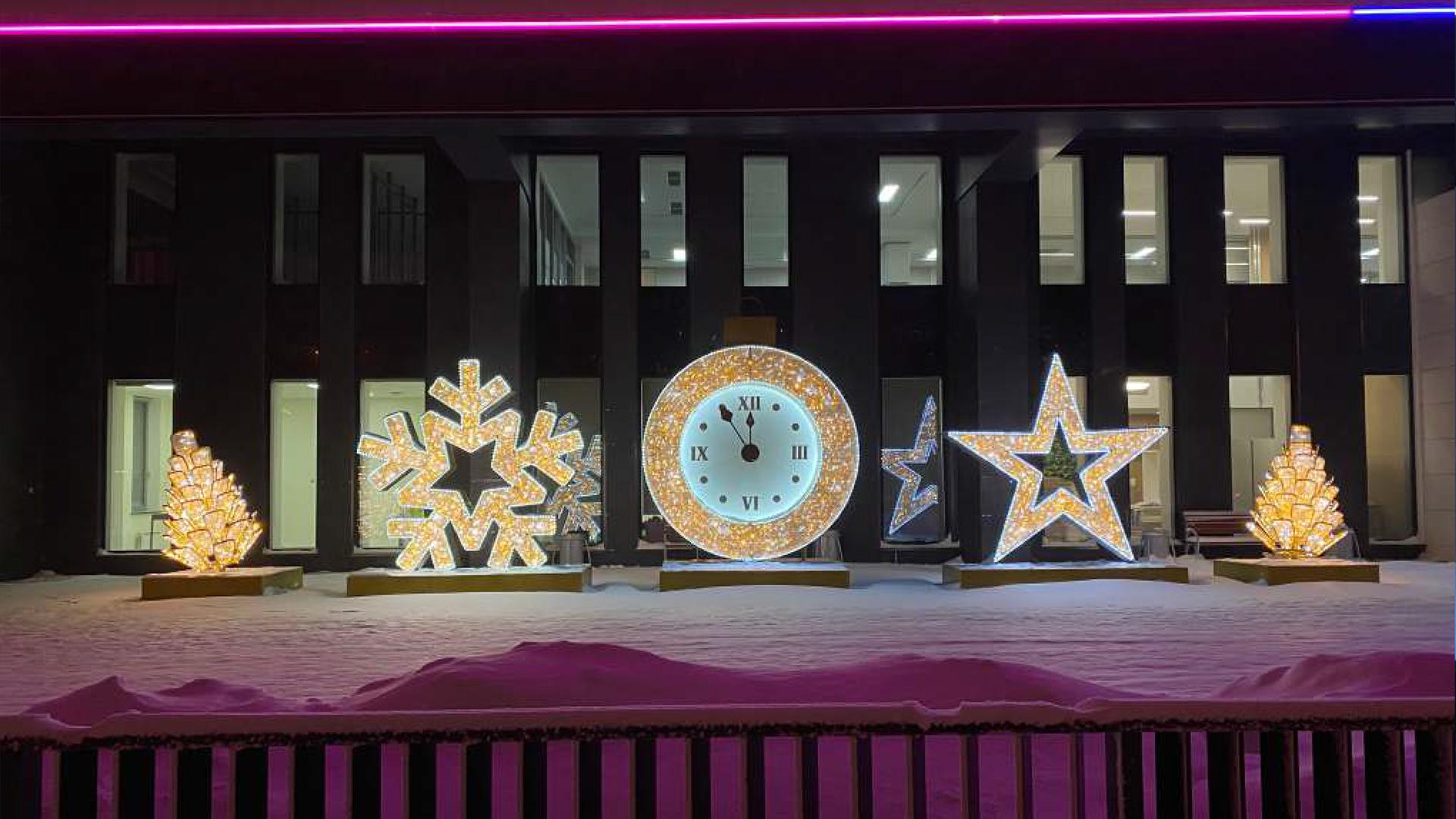 Новогодние иллюминации дарят радость детям