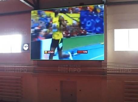 Экран для легкоатлетического манежа