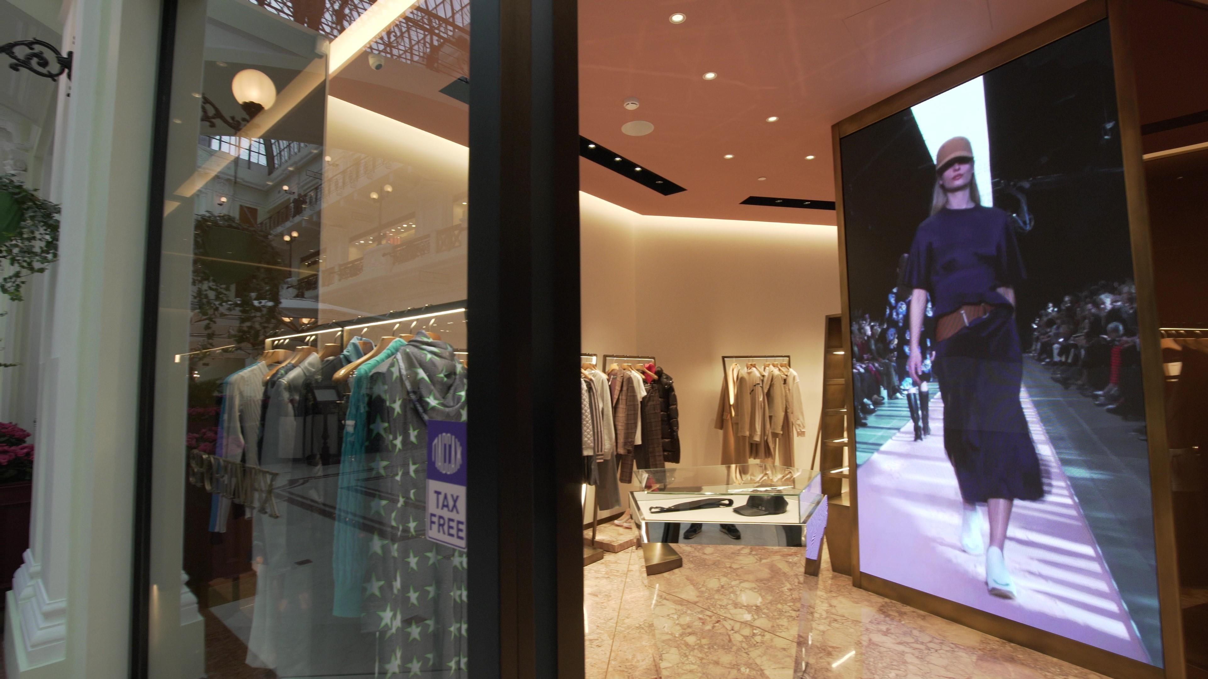 Светодиодный экран для магазина женской одежды «SportMax»