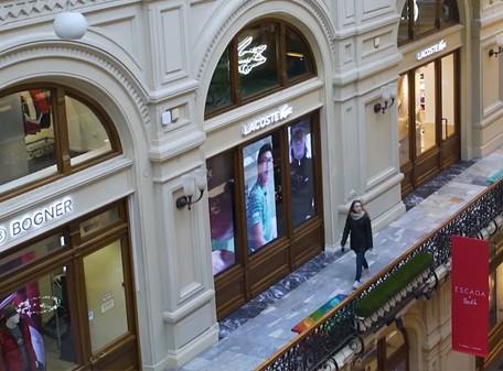 LED экраны для витрины магазина «Lacoste»